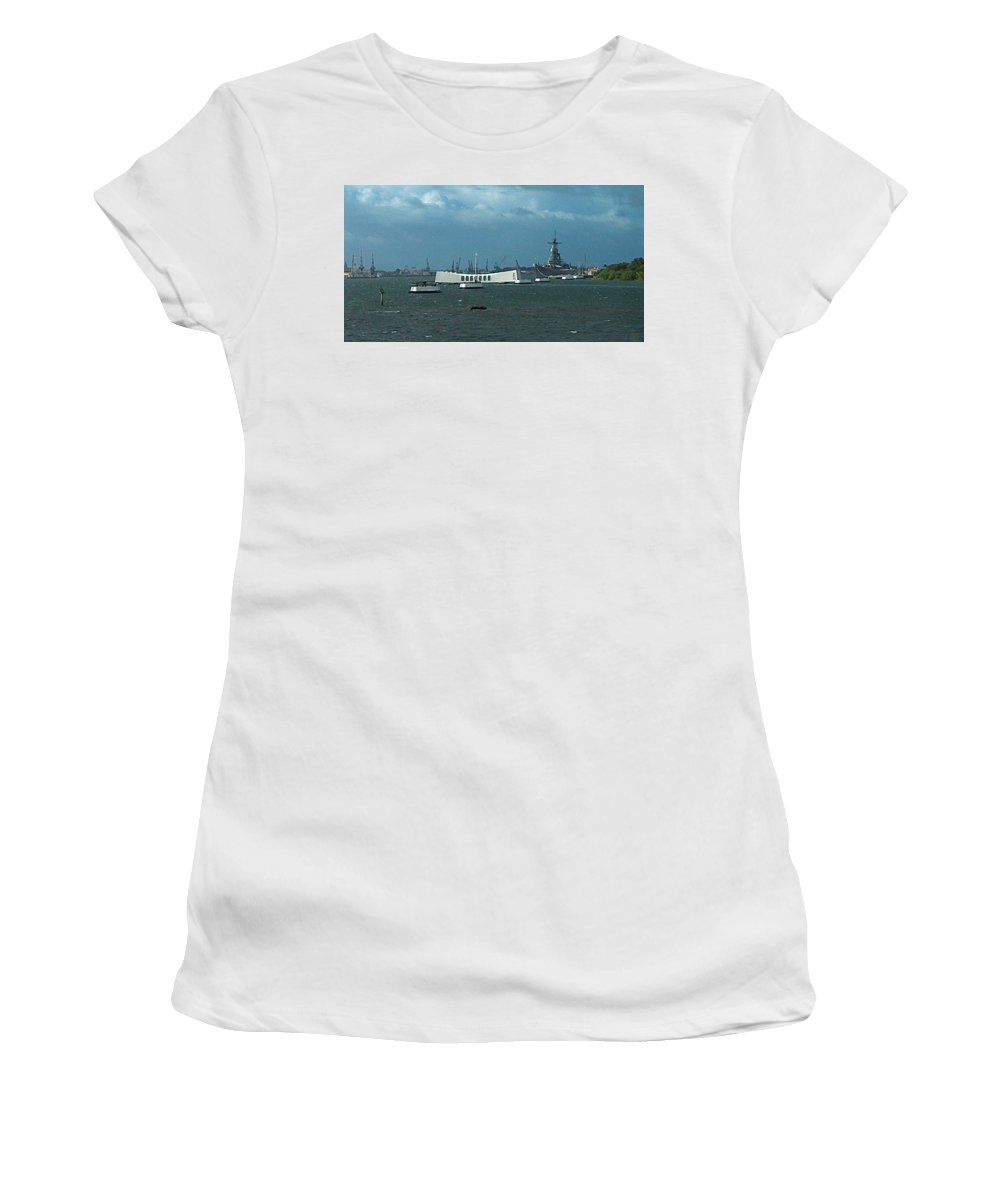 Arizona Women's T-Shirt (Athletic Fit) featuring the photograph Arizona Missouri Bow To Bow Two by Carl Deaville
