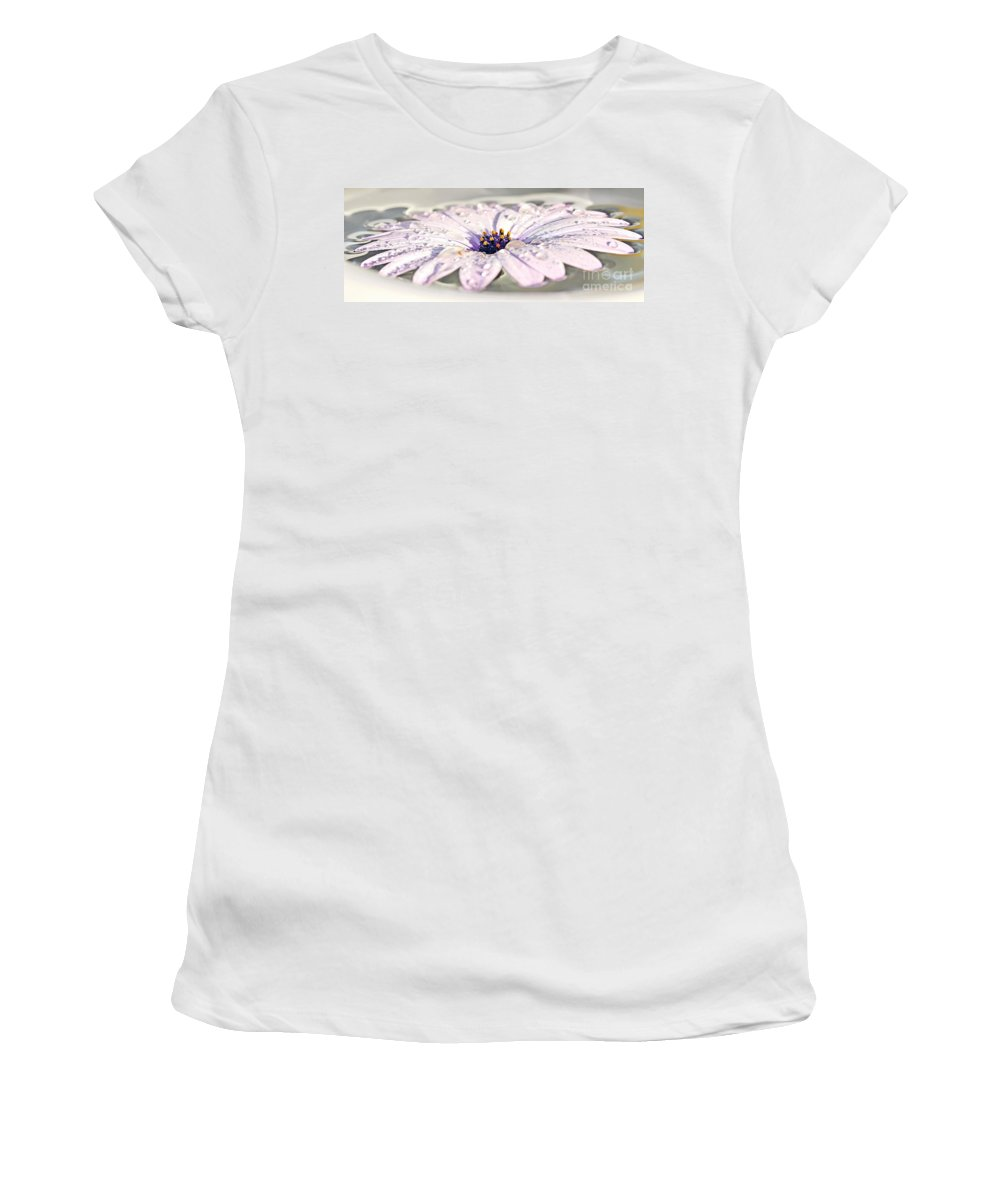 Photography Women's T-Shirt (Athletic Fit) featuring the photograph Floating Daisy by Kaye Menner