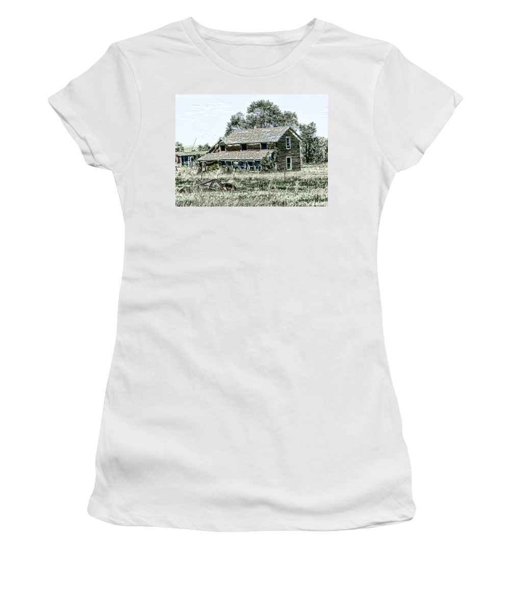 Farmhouse Women's T-Shirt featuring the digital art Lost In Wyoming by Cathy Anderson