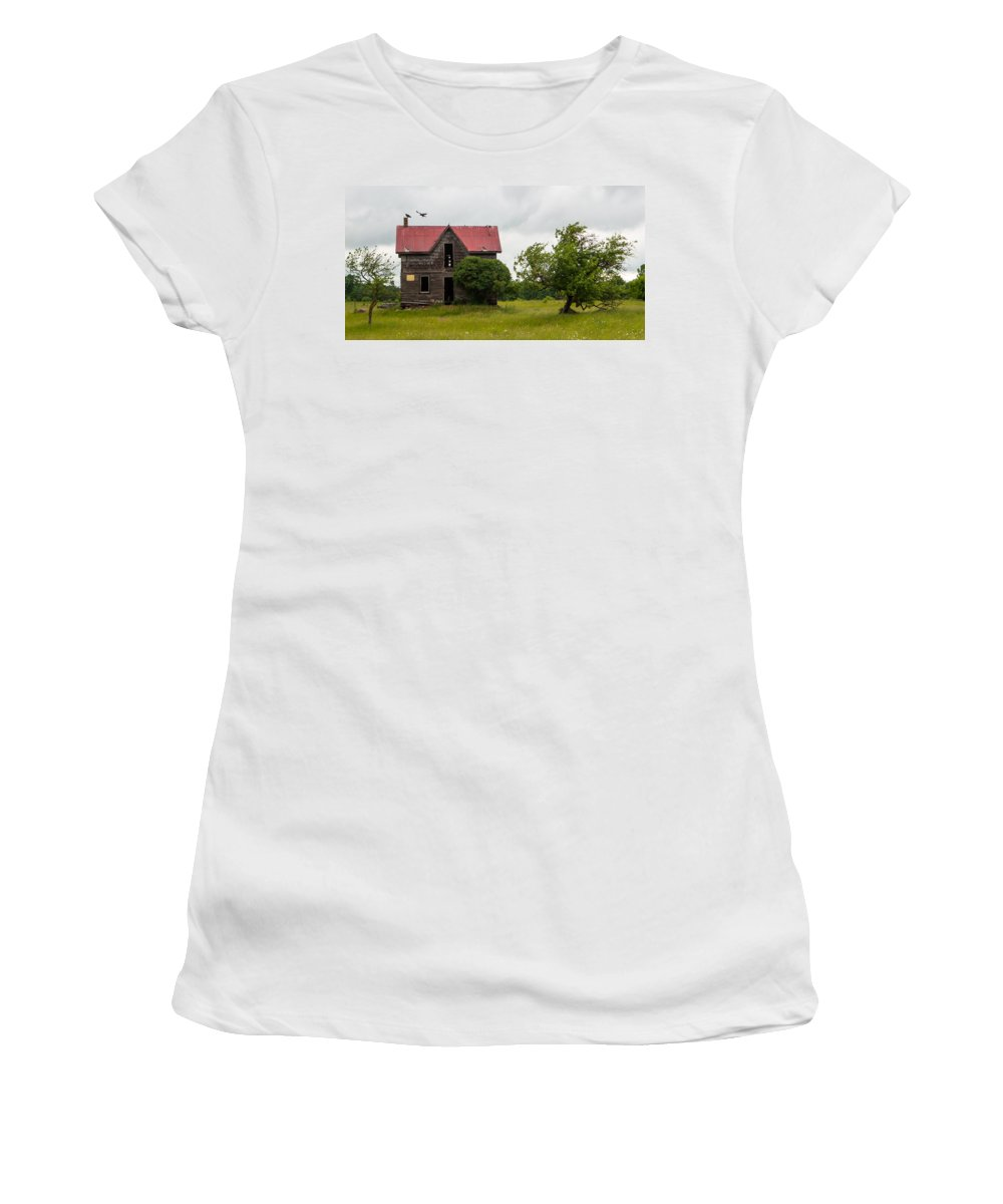 Landscape Women's T-Shirt featuring the photograph Vultures On A Farmhouse by Richard Kitchen