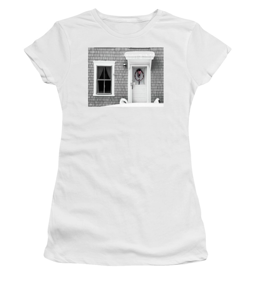 Winter Women's T-Shirt (Athletic Fit) featuring the photograph A Simple Wreath by Wayne King