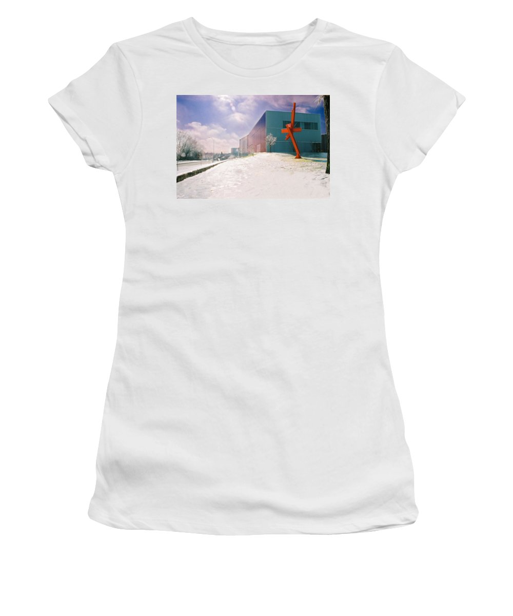 Landscape Women's T-Shirt featuring the photograph Bloch Building At The Nelson Atkins Museum by Steve Karol