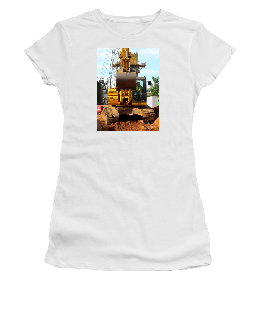 Rob Seel Women's T-Shirt (Athletic Fit) featuring the photograph Kobelco Forward Grab by Robert M Seel