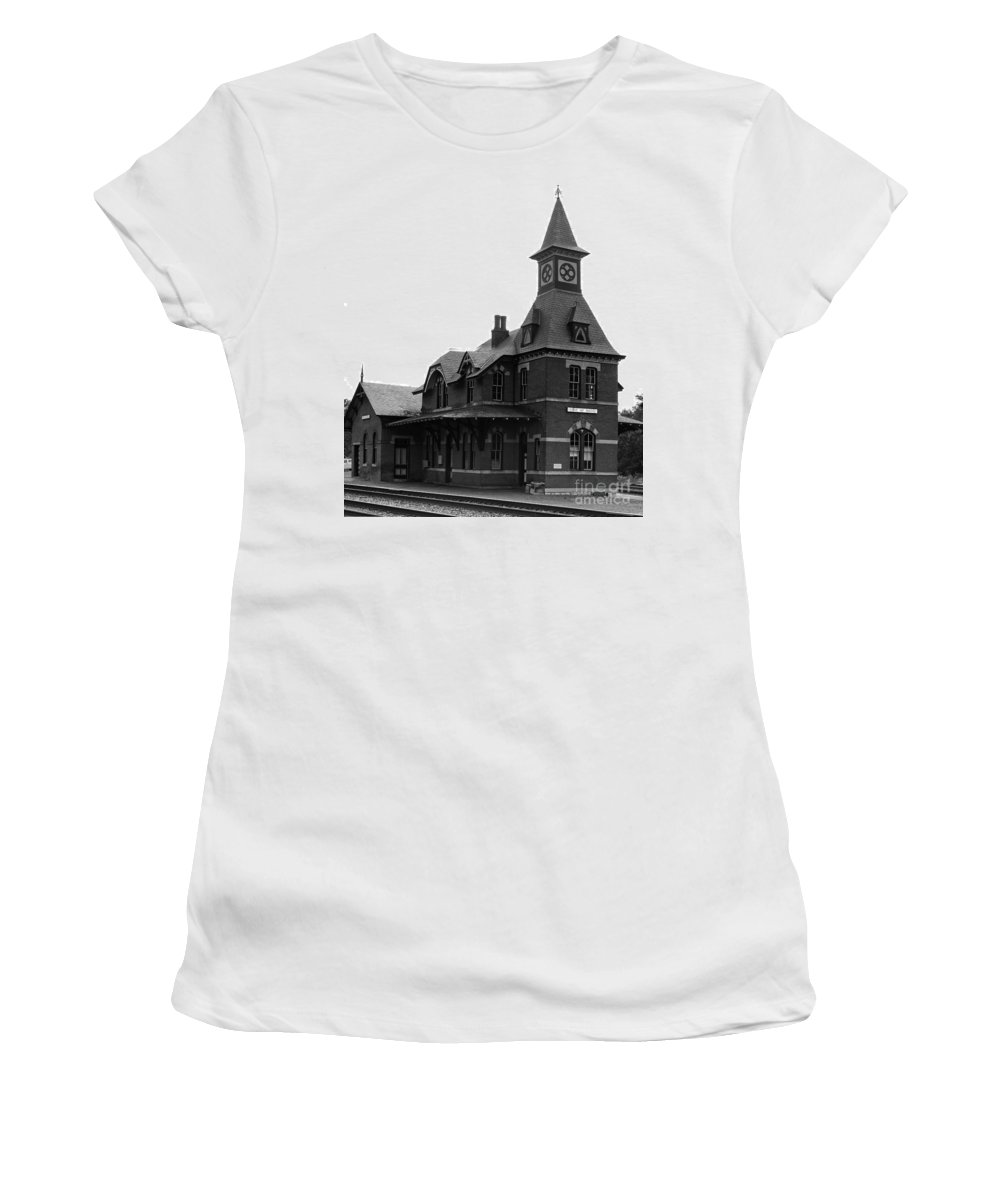 Train Women's T-Shirt featuring the photograph Point Of Rocks IIi by Thomas Marchessault