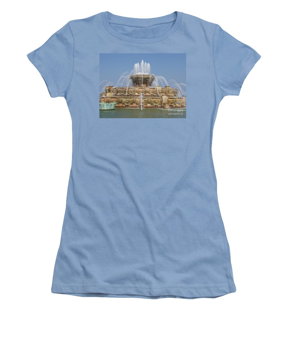 Chicago Women's T-Shirt (Athletic Fit) featuring the photograph Buckingham Fountain - Chicago by Ann Horn