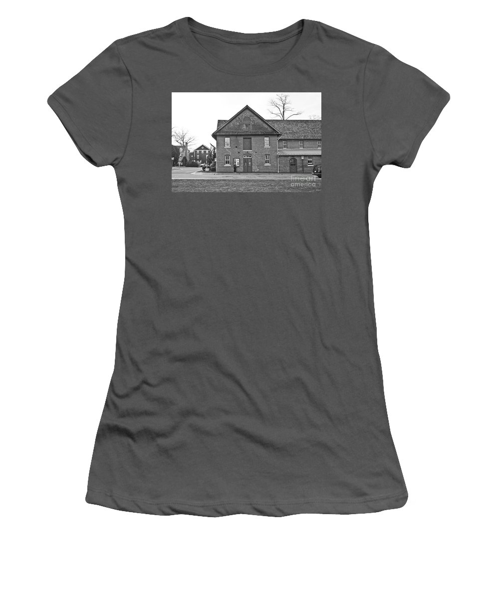 Kentlands Women's T-Shirt (Athletic Fit) featuring the photograph Kentlands Arts Barn by Thomas Marchessault