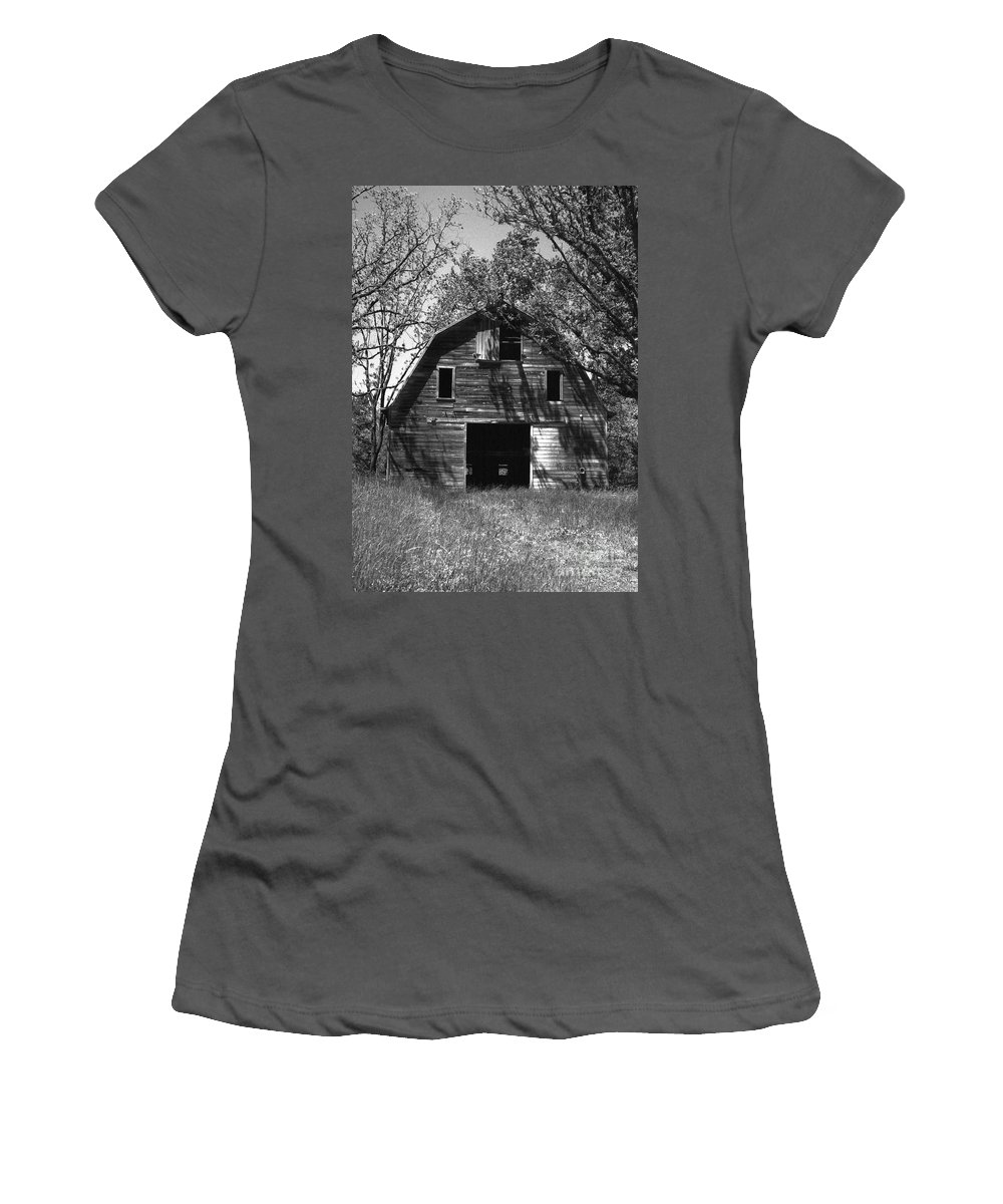 Barrns Women's T-Shirt (Athletic Fit) featuring the photograph Old Cedar Barn by Richard Rizzo