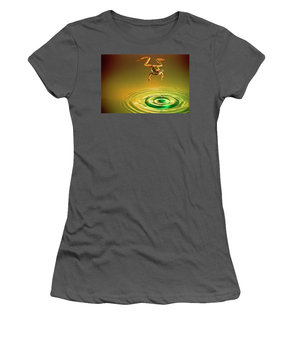 Frog Women's T-Shirt (Athletic Fit) featuring the photograph Vision by William Freebillyphotography