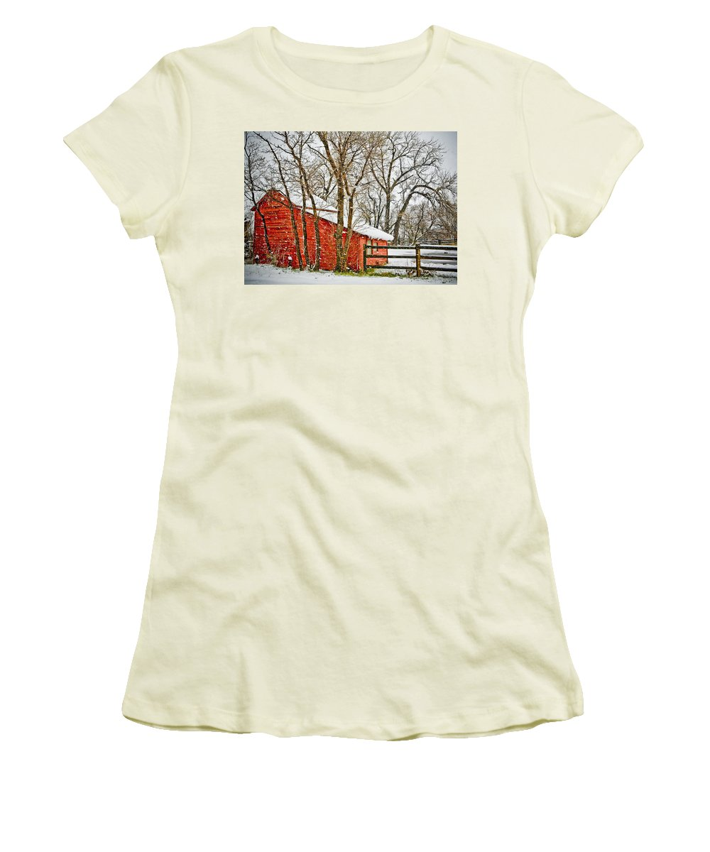 Americana Women's T-Shirt (Athletic Fit) featuring the photograph Loafing Shed by Marilyn Hunt