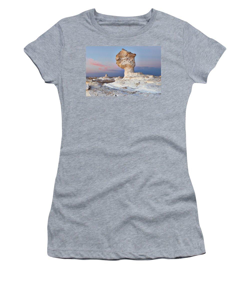 Fotografie Women's T-Shirt (Athletic Fit) featuring the photograph Egytians White Desert by Juergen Ritterbach