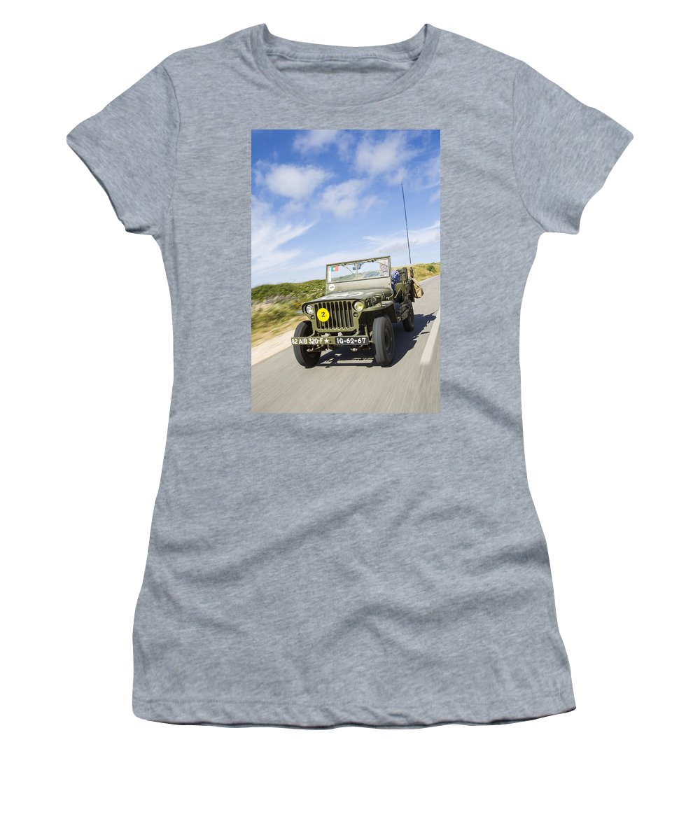 Jeep Women's T-Shirt featuring the photograph Jeep Willys by Jose Bispo