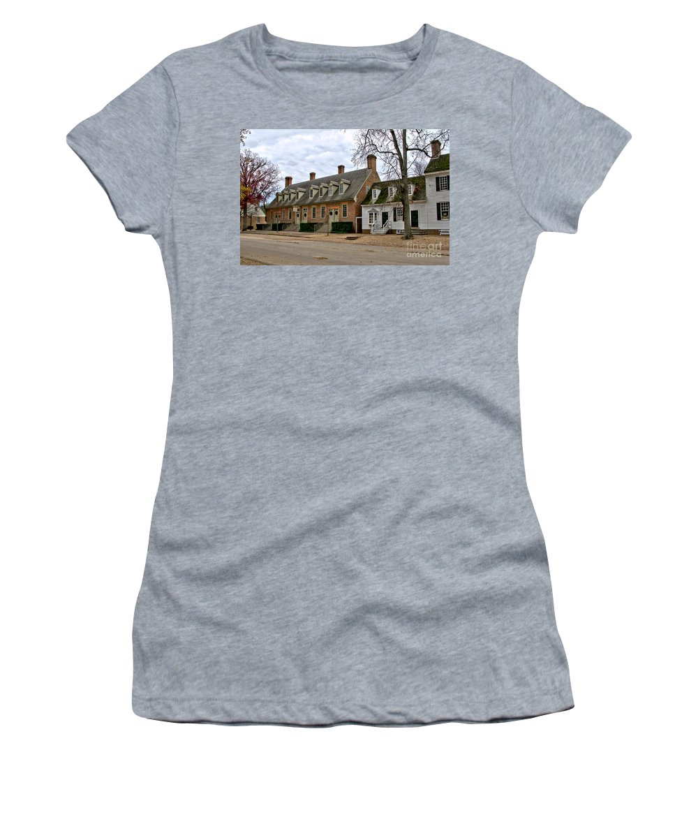 Colonial Women's T-Shirt featuring the photograph Brick House Tavern In Williamsburg by Olivier Le Queinec