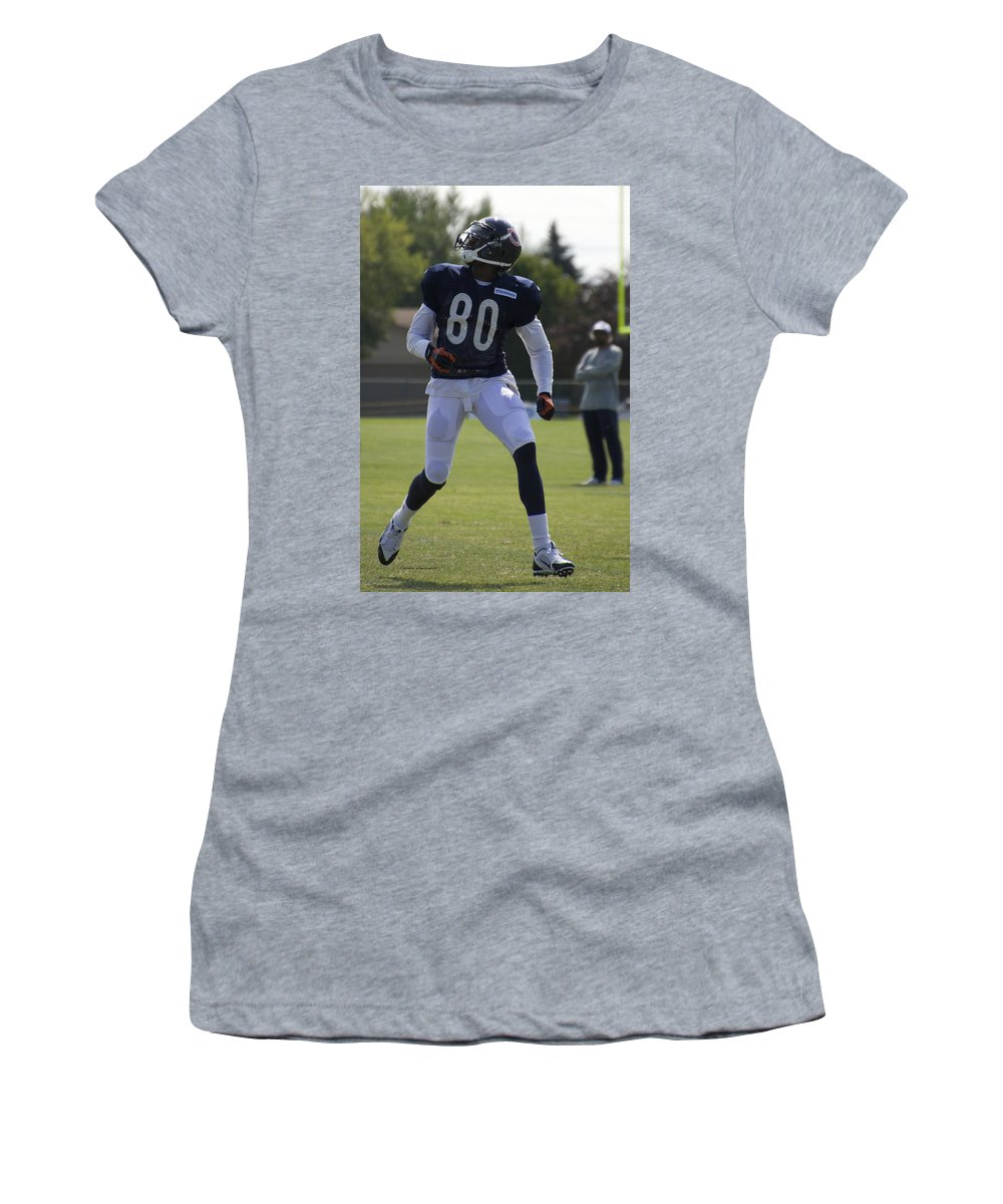 Chicago Bears Women's T-Shirt featuring the photograph Chicago Bears Wr Armanti Edwards Training Camp 2014 03 by Thomas Woolworth