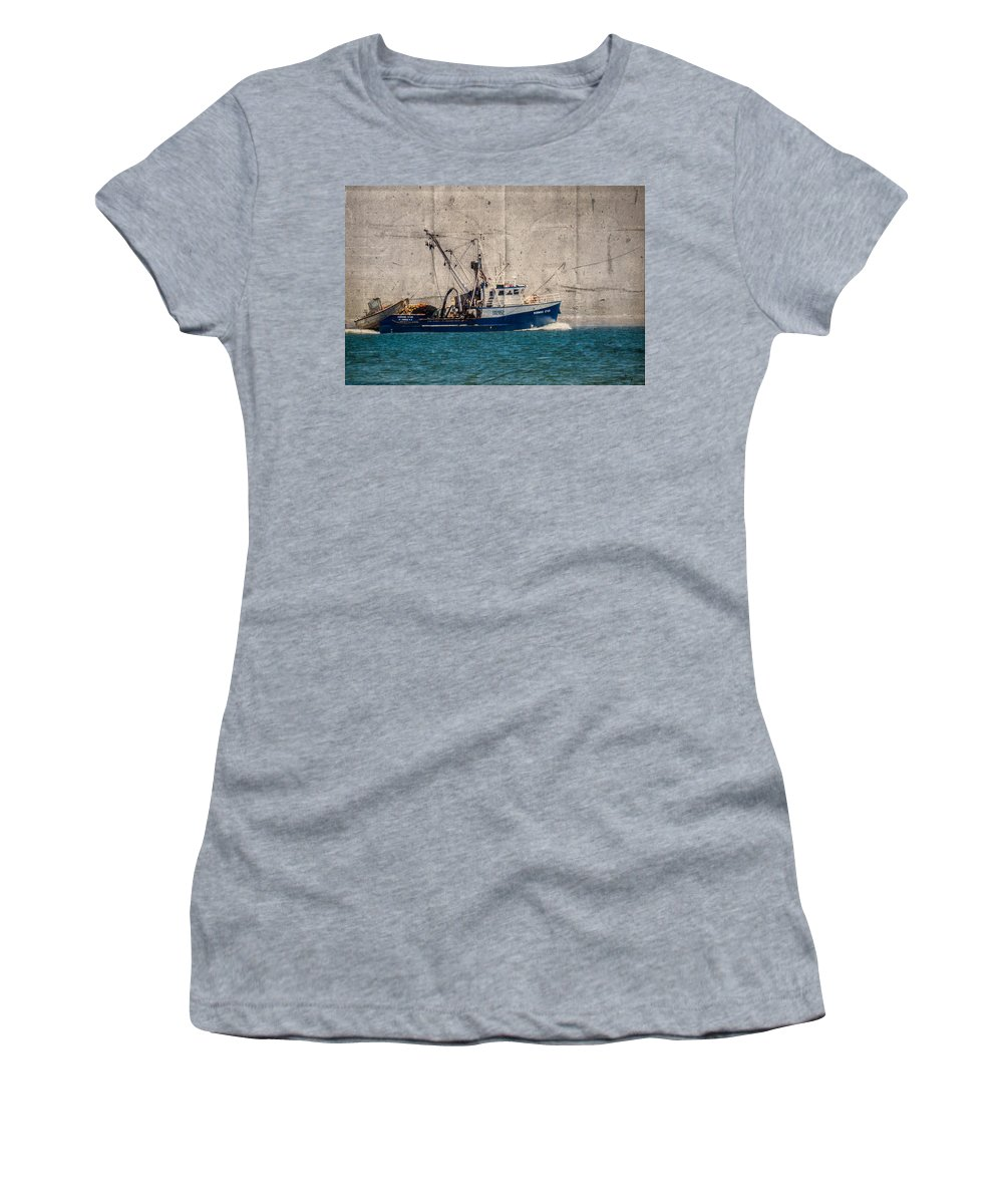 Boat Women's T-Shirt featuring the photograph The Commute by Garvin Hunter