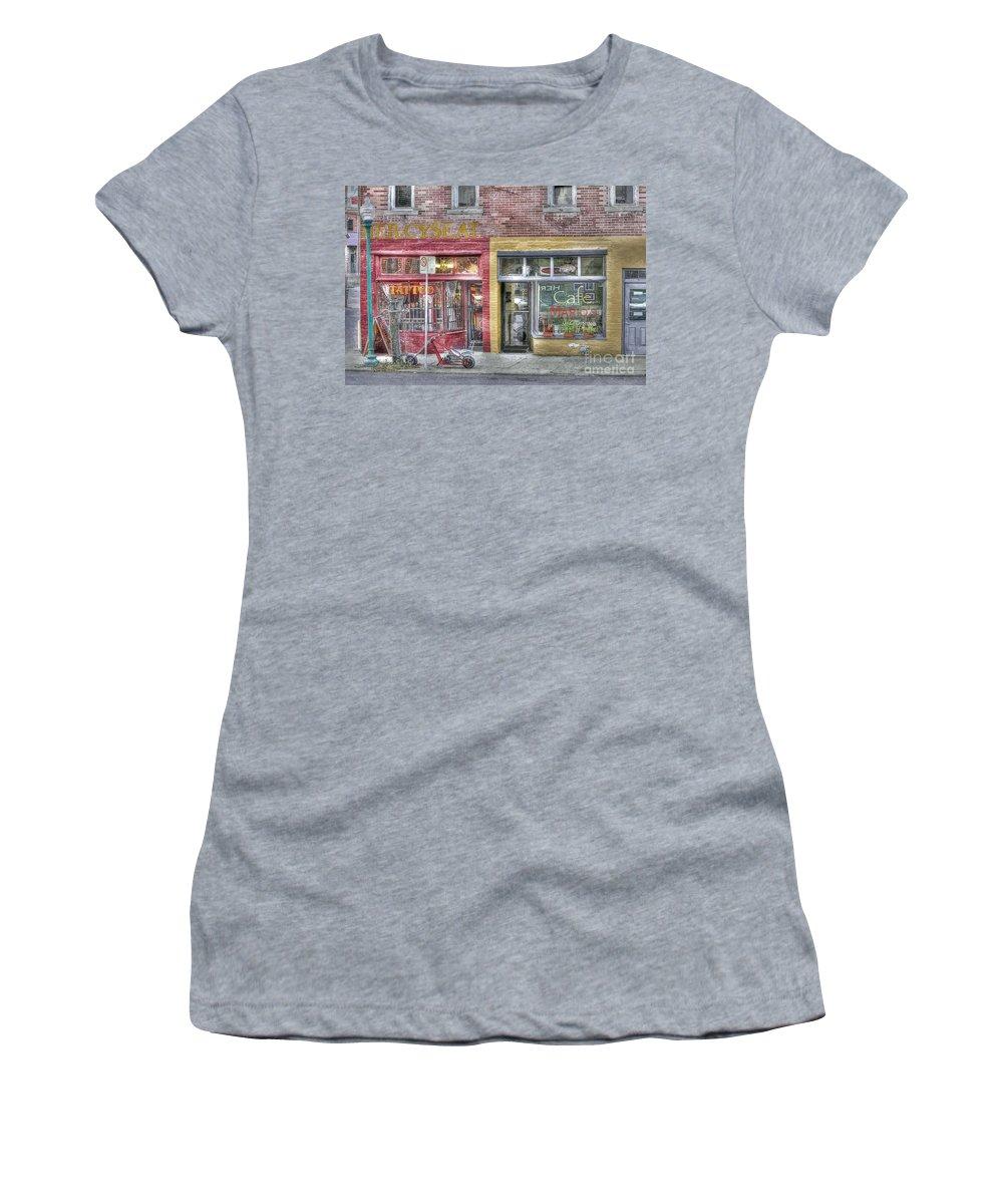 Urban Mercyseat Oil Painting Women's T-Shirt featuring the photograph Urban Mercyseat Oil Painting by Liane Wright