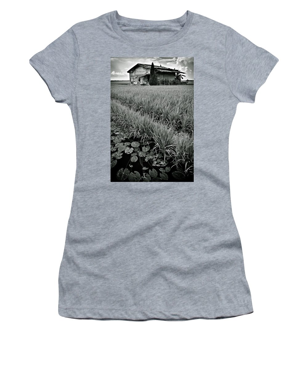 House Women's T-Shirt (Athletic Fit) featuring the photograph Abandoned House by Dave Bowman