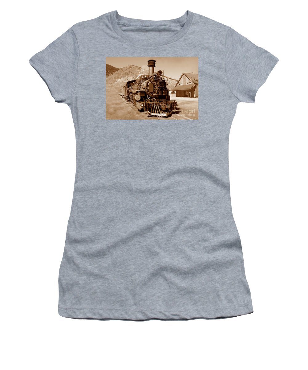 Train Women's T-Shirt featuring the photograph Engine Number 478 by David Lee Thompson