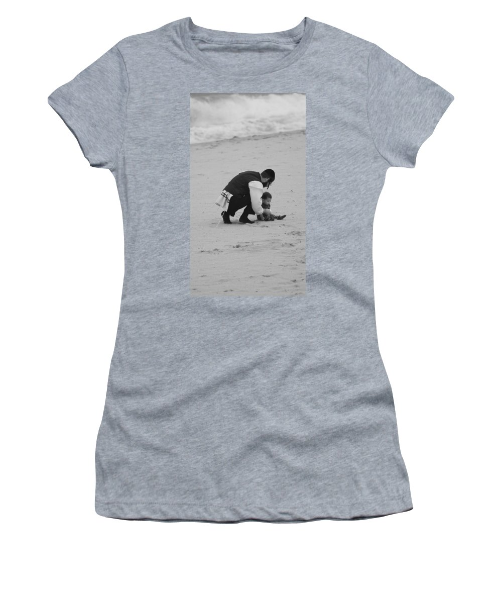 Black And White Women's T-Shirt (Athletic Fit) featuring the photograph Father And Daughter by Rob Hans