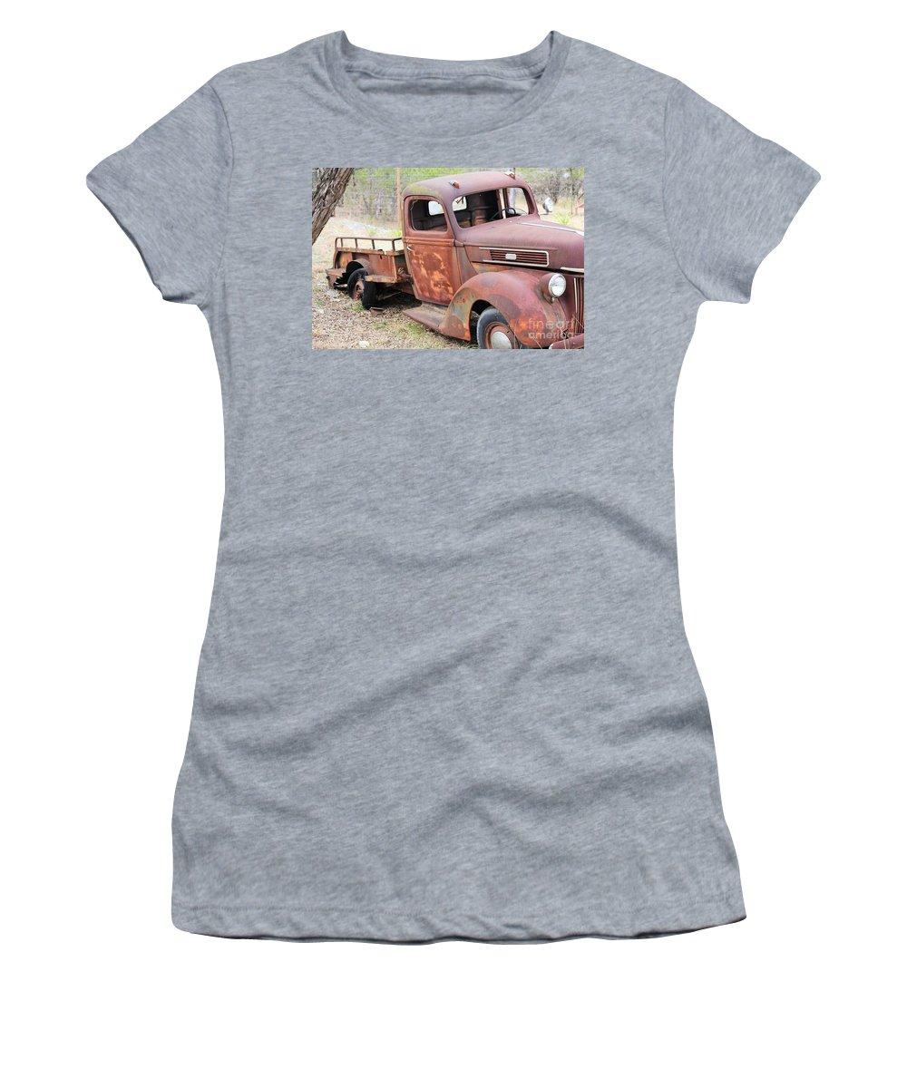 Women's T-Shirt featuring the photograph Putt Ptttt Putt by Jeff Downs