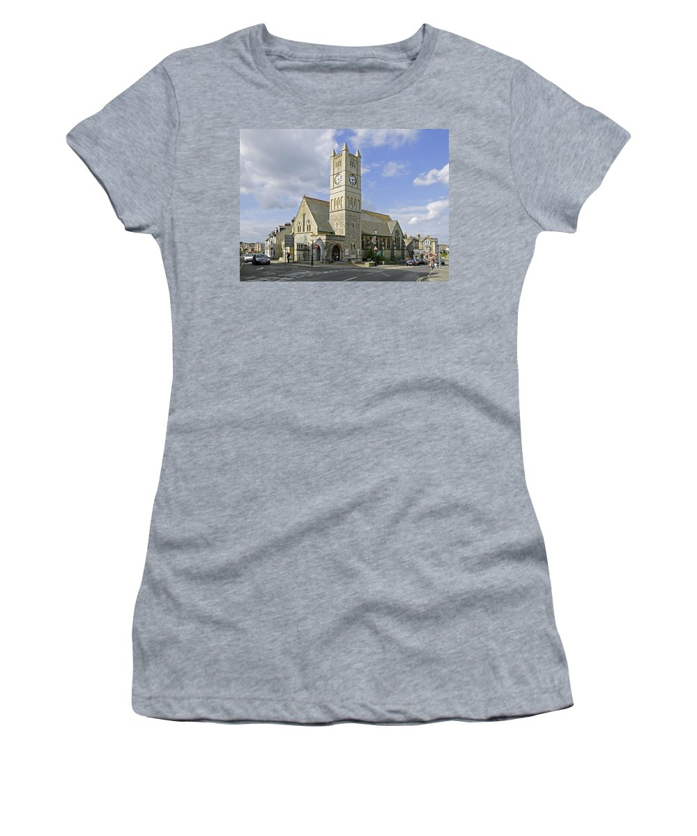 Shanklin Women's T-Shirt (Athletic Fit) featuring the photograph Shanklin United Reformed Church by Rod Johnson