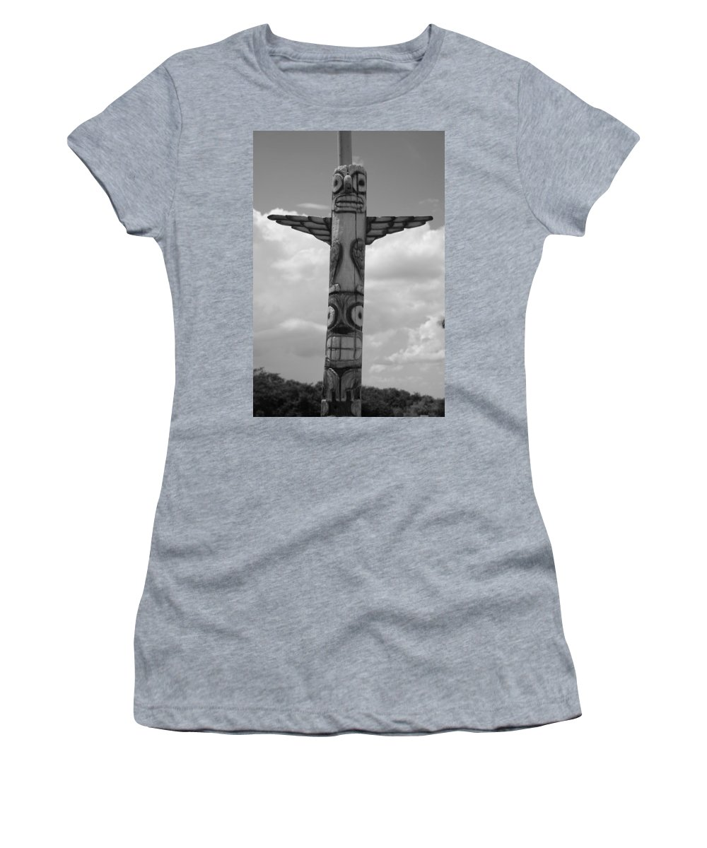 Black And White Women's T-Shirt featuring the photograph Totum by Rob Hans