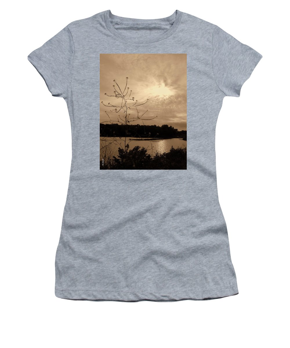 Worm Hole Women's T-Shirt (Athletic Fit) featuring the photograph Worm Hole by Ed Smith