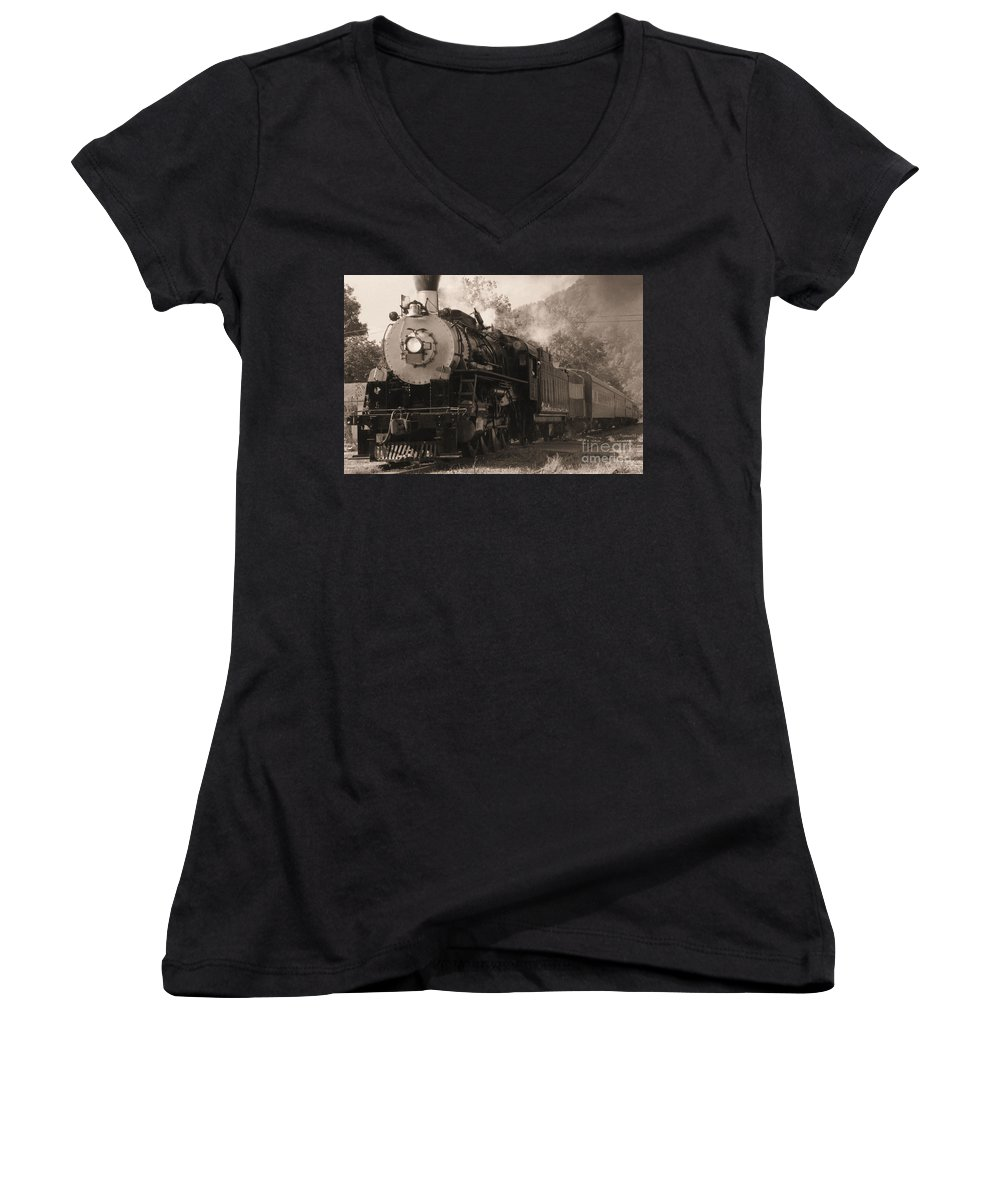 Trains Women's V-Neck (Athletic Fit) featuring the photograph Coming Around The Mountain by Richard Rizzo
