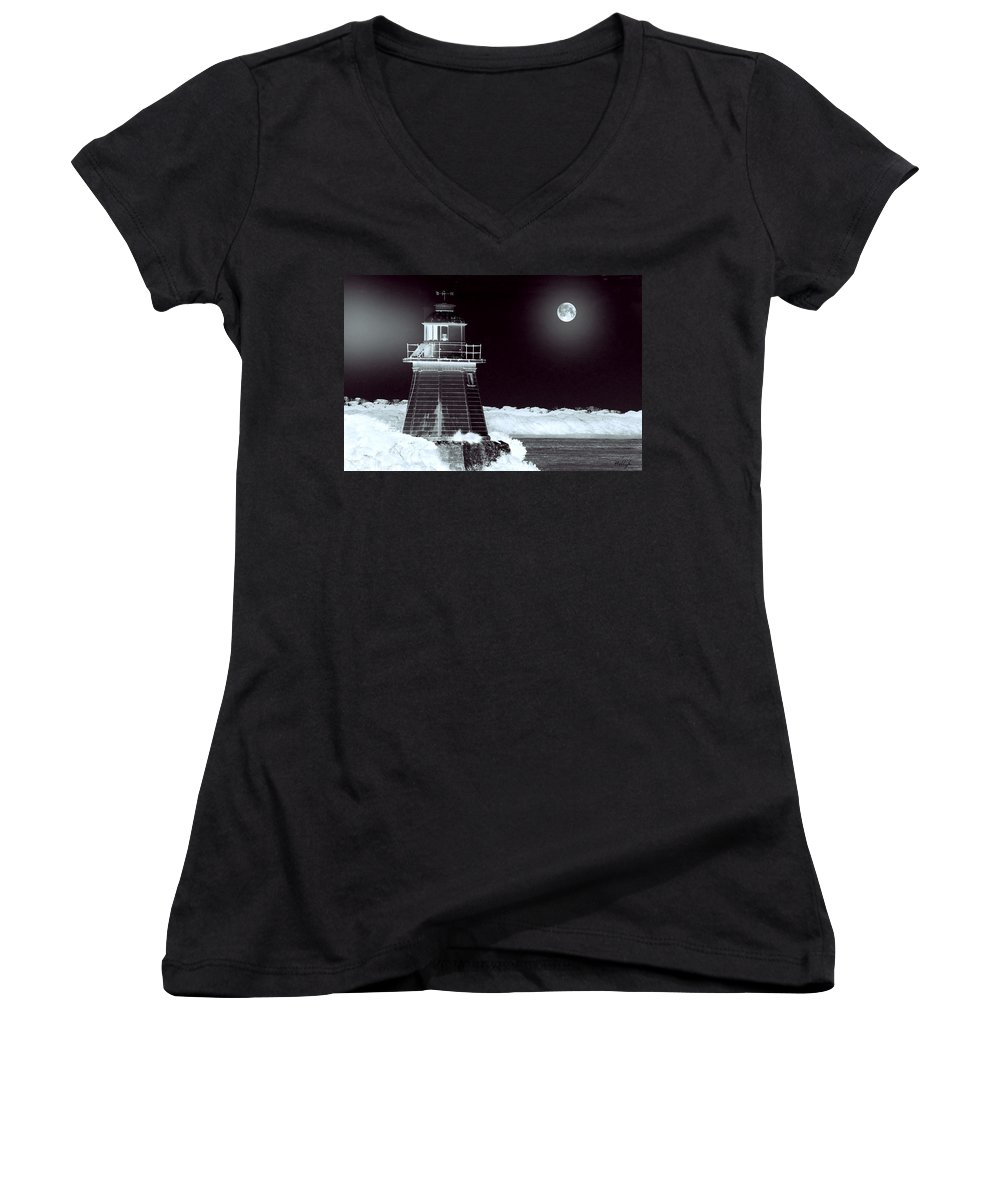 Landscapes Women's V-Neck T-Shirt featuring the photograph Guiding Lights by Holly Kempe