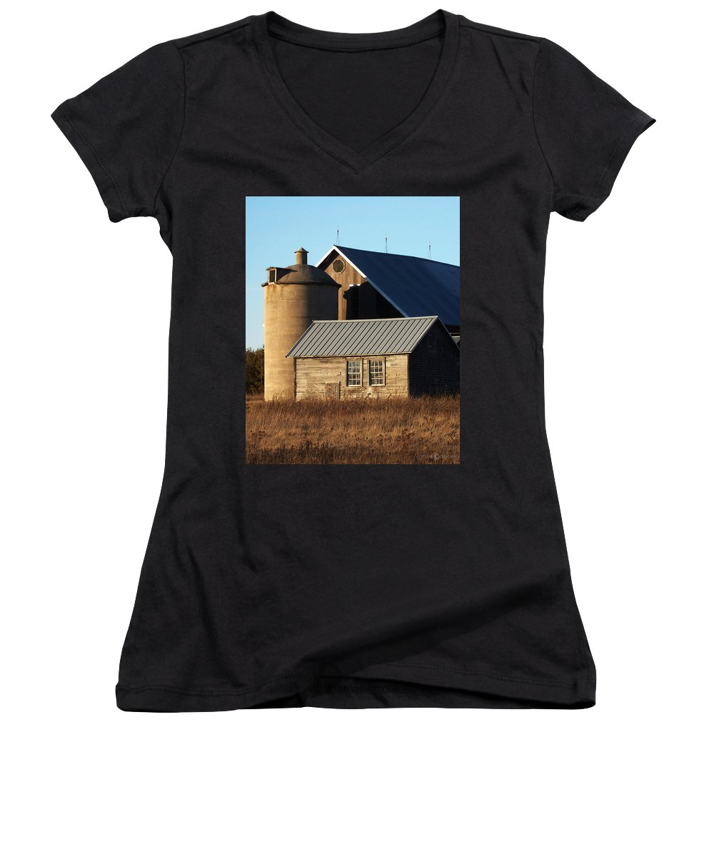 Barn Women's V-Neck (Athletic Fit) featuring the photograph Barn At 57 And Q by Tim Nyberg