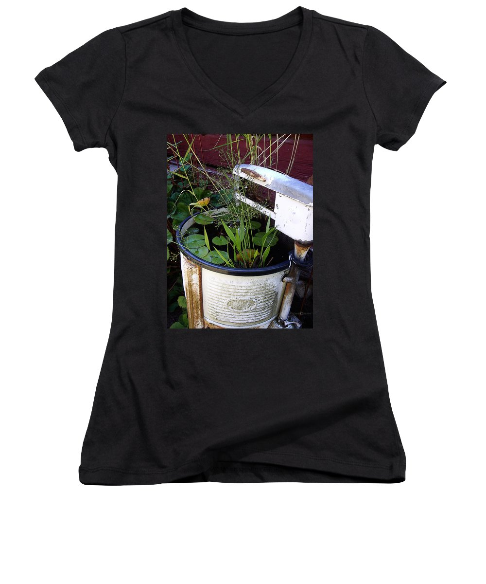 Wringer Women's V-Neck T-Shirt featuring the photograph Dead Wringer by Tim Nyberg