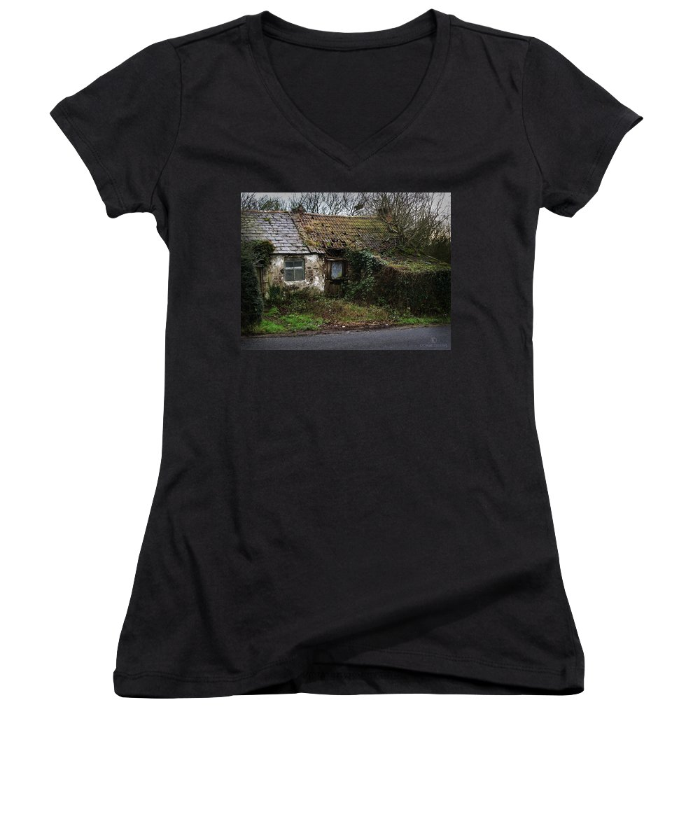 Hovel Women's V-Neck T-Shirt featuring the photograph Irish Hovel by Tim Nyberg
