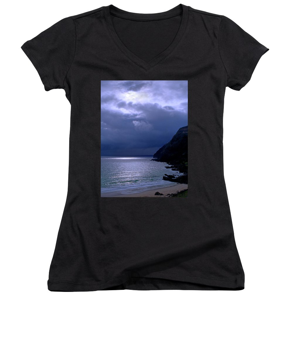 Makapuu Women's V-Neck (Athletic Fit) featuring the photograph Makapuu Moon by Kevin Smith