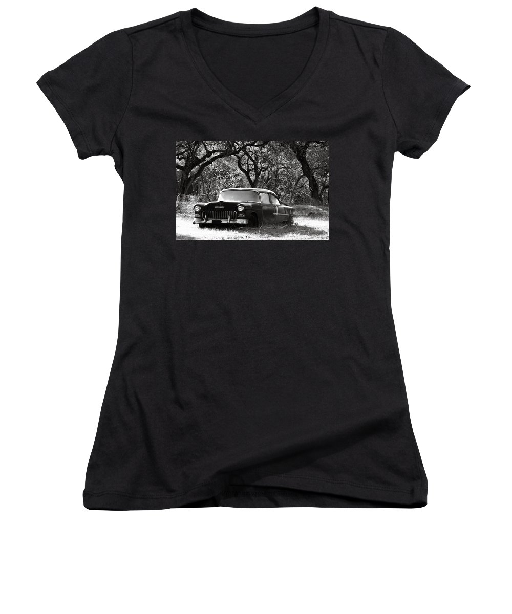 Americana Women's V-Neck (Athletic Fit) featuring the photograph Resting Amongst The Oaks by Marilyn Hunt