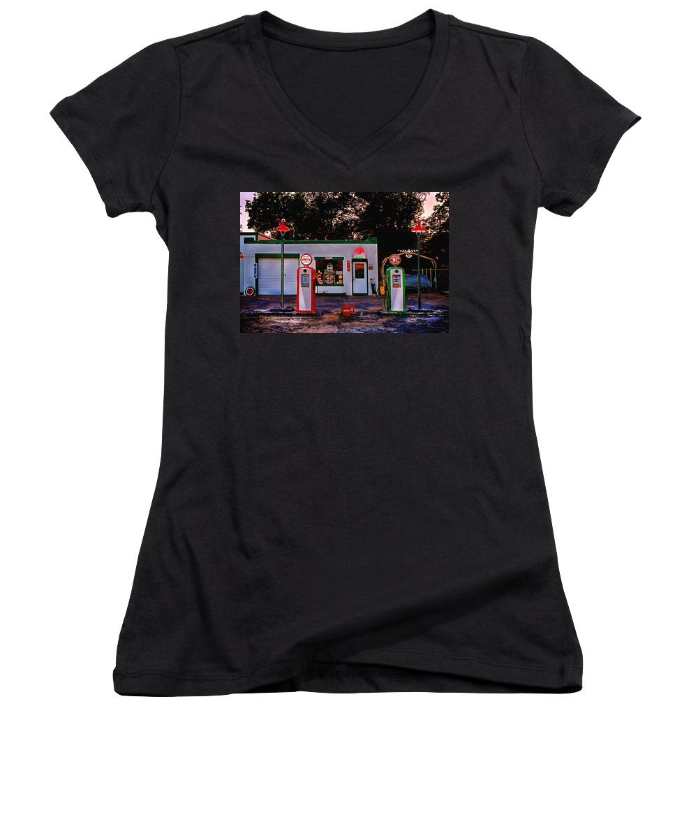 Gas Station Women's V-Neck T-Shirt featuring the photograph Sinclair by Steve Karol