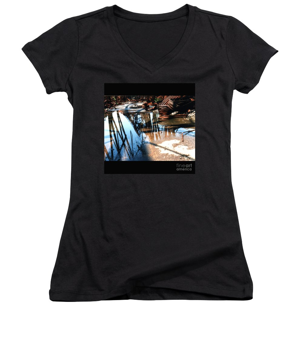 Cityscape Women's V-Neck T-Shirt featuring the photograph Steel River by Ze DaLuz