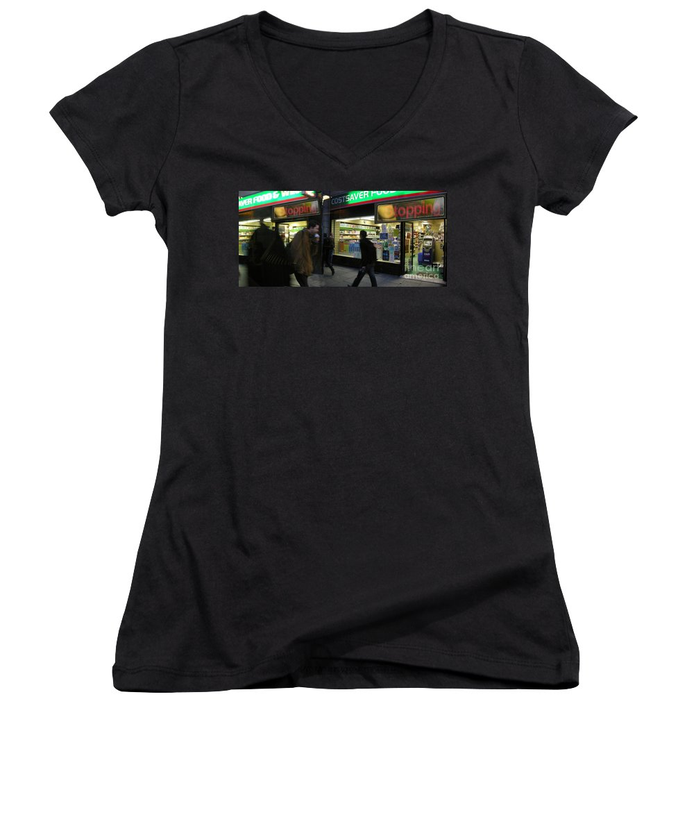 London Women's V-Neck T-Shirt featuring the photograph Stopping by Ze DaLuz