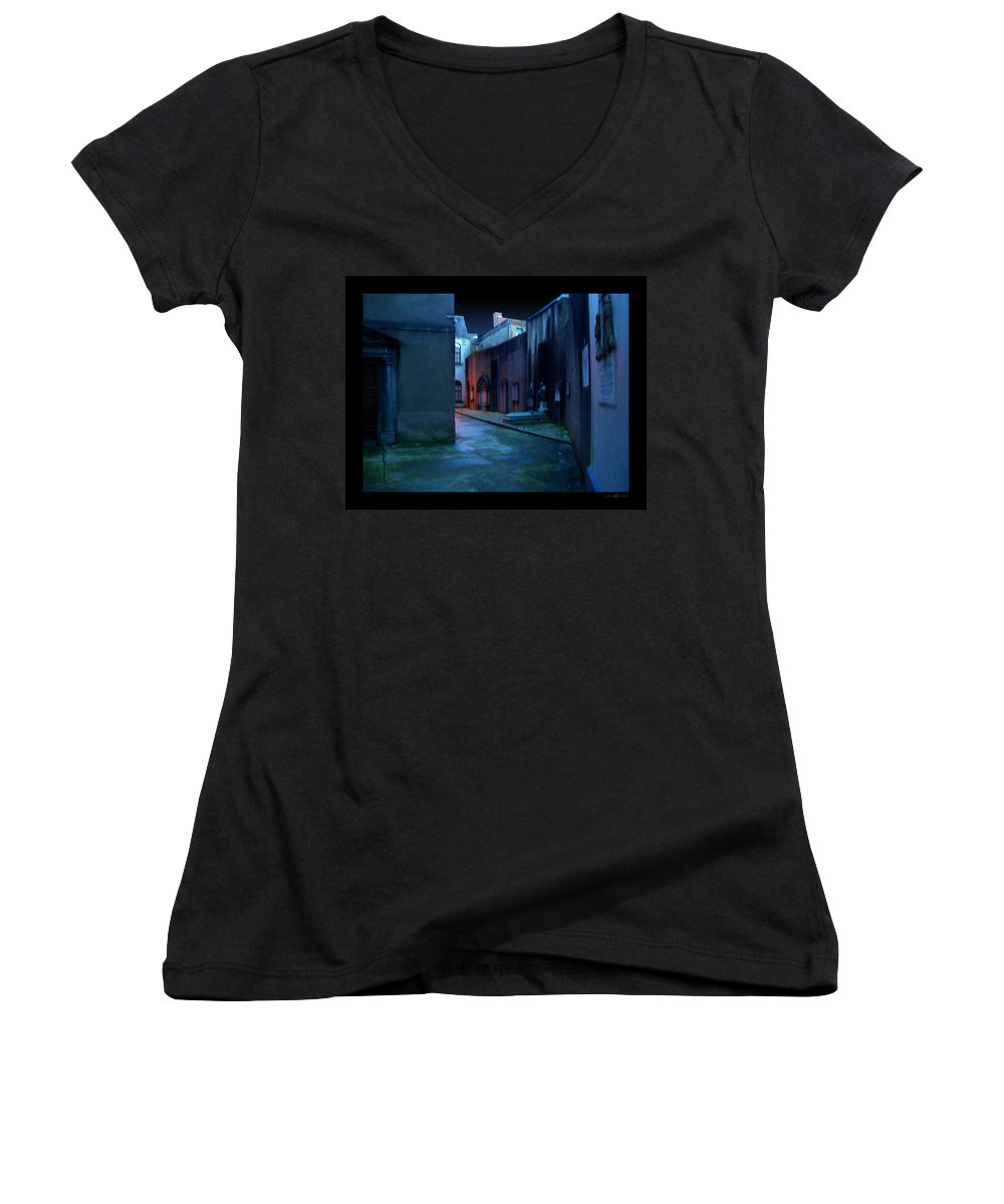 Waterford Women's V-Neck T-Shirt featuring the photograph Waterford Alley by Tim Nyberg