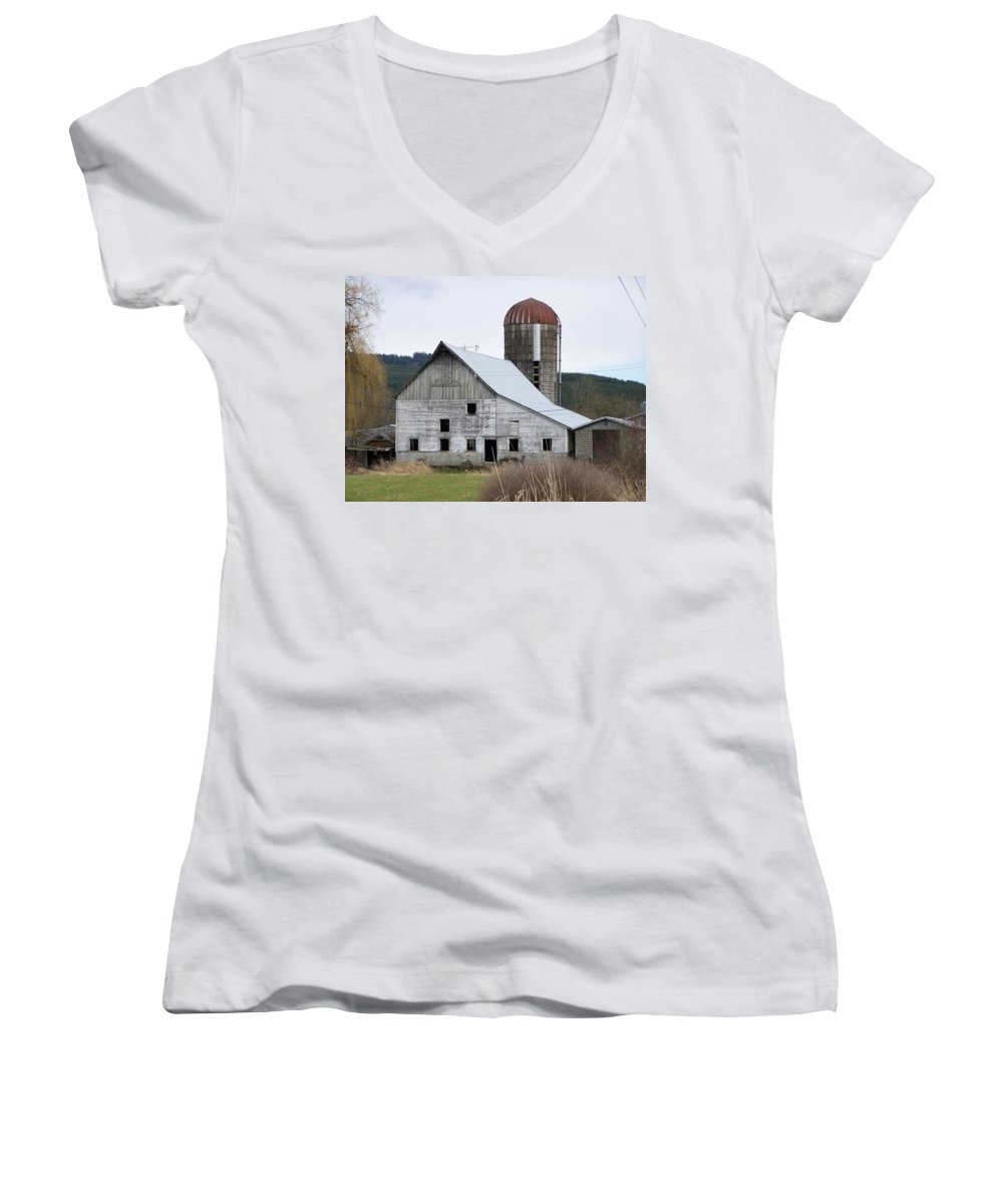 Digital Photography Women's V-Neck T-Shirt featuring the photograph Barn And Silo by Laurie Kidd