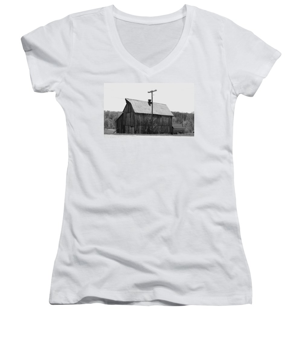 Barns Women's V-Neck T-Shirt featuring the photograph Barn On The Side Of The Road by Angus Hooper Iii