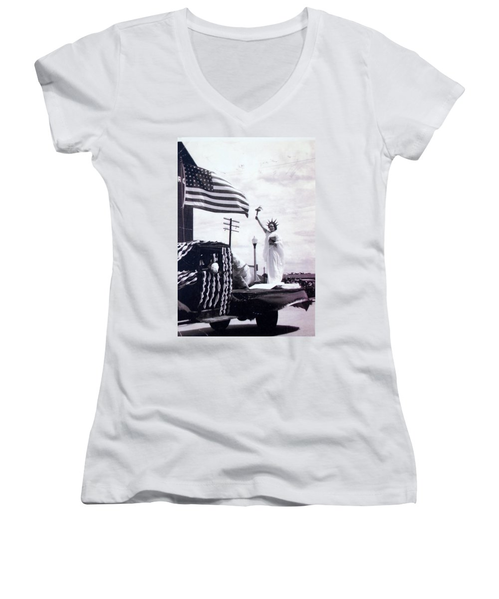 4th Of July Women's V-Neck T-Shirt featuring the photograph Lady Liberty by Kurt Hausmann