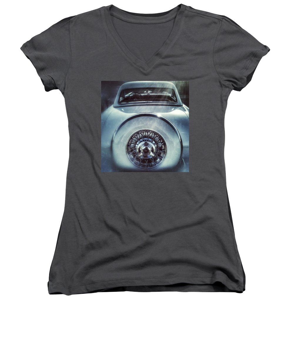Wall Art Poster Blackandwhite Bw Bnw Black White Car Automotive Mobile Travel Road Classic Old Antique Thunderbird Ford Dreamy Roadshow Carshow Women's V-Neck featuring the photograph Ford Thunderbird back window 23 by Andrew Rhine