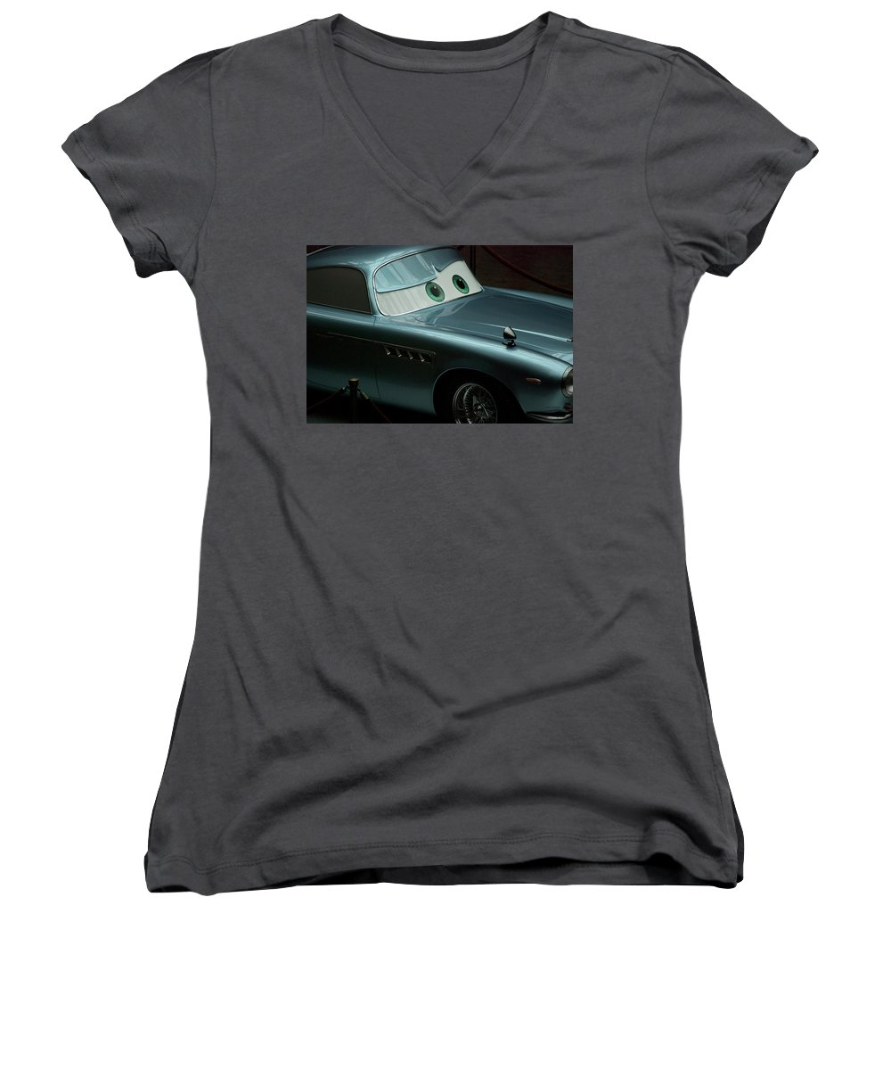 Finn Mcmissile Women's V-Neck featuring the photograph Green Eyed Finn McMissile MP by Thomas Woolworth