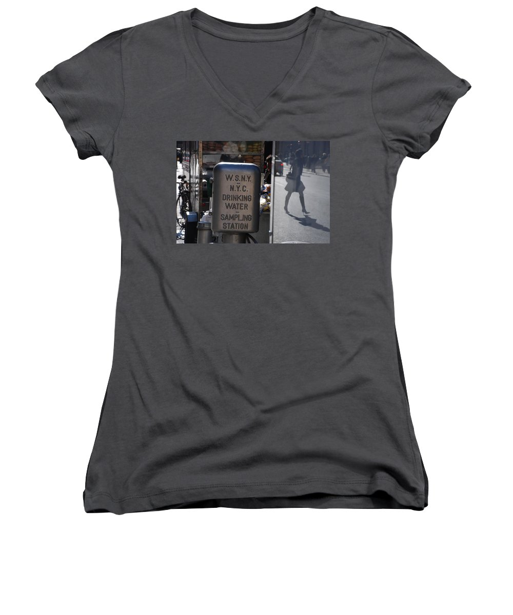 Street Scene Women's V-Neck (Athletic Fit) featuring the photograph Nyc Drinking Water by Rob Hans
