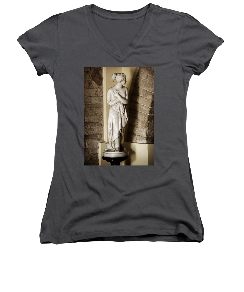 Statue Women's V-Neck T-Shirt featuring the photograph Peering Woman by Marilyn Hunt