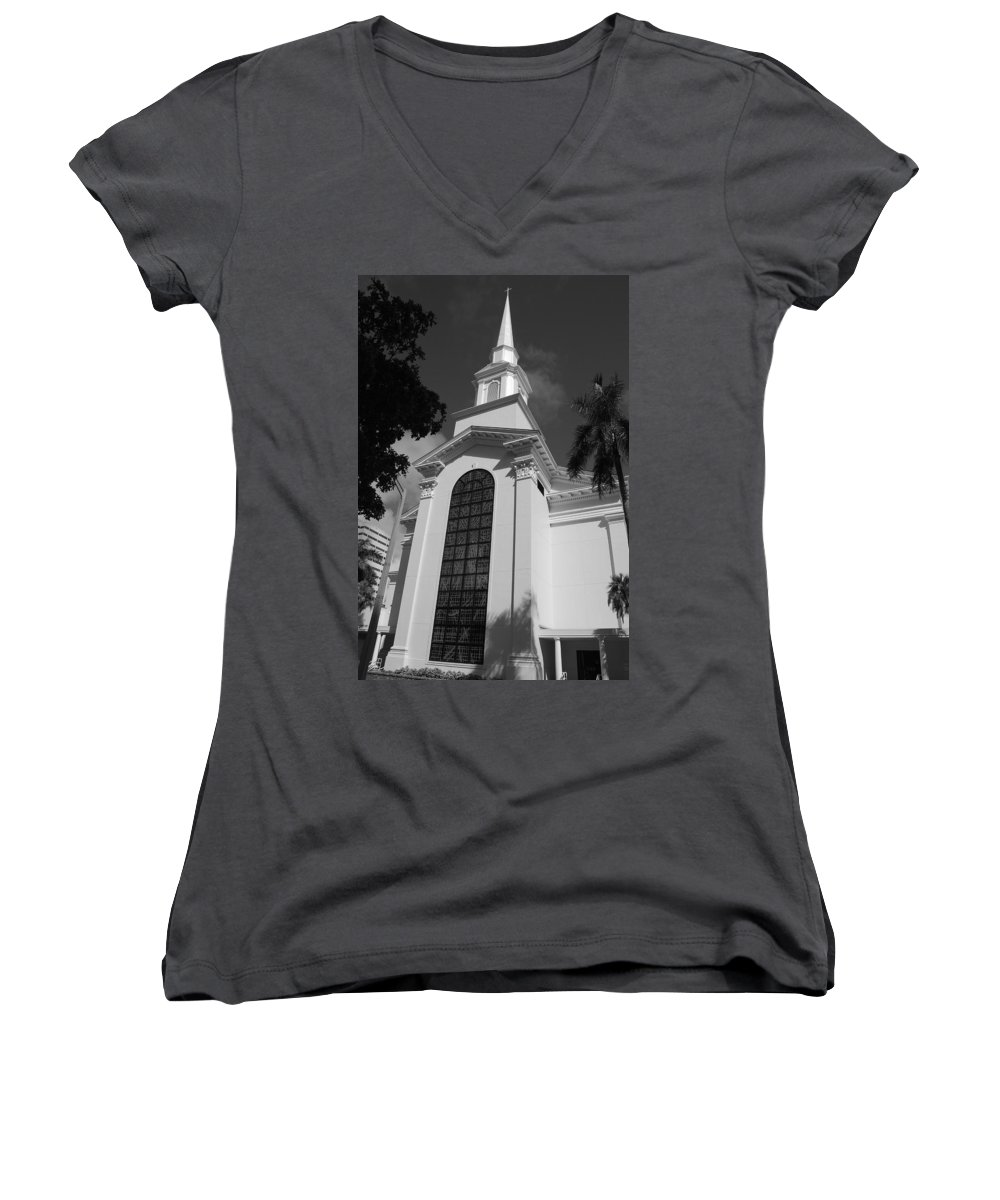 Architecture Women's V-Neck T-Shirt featuring the photograph Thats Church by Rob Hans