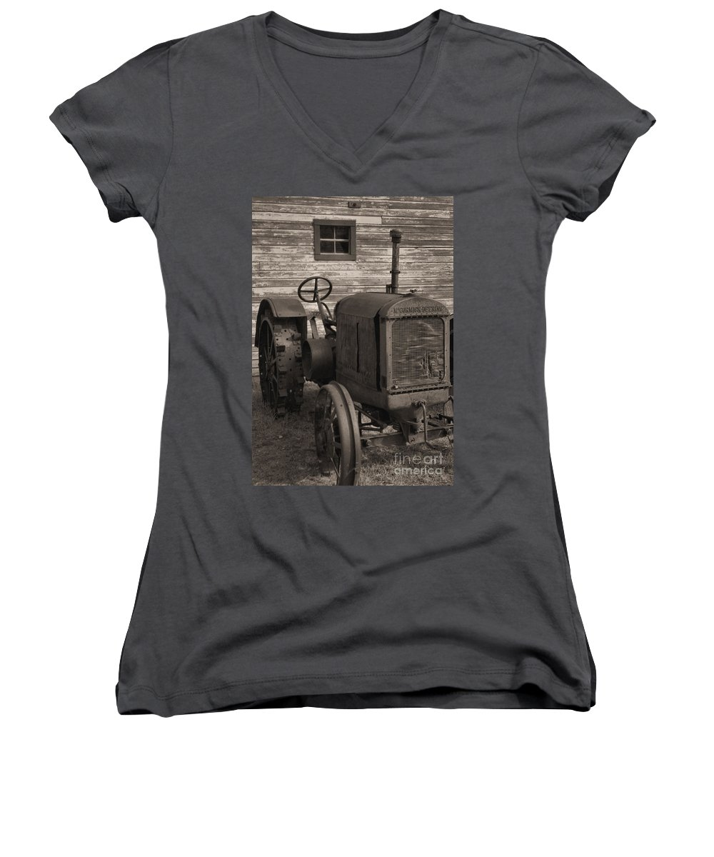 Abandoned Women's V-Neck T-Shirt featuring the photograph The Old Mule by Richard Rizzo