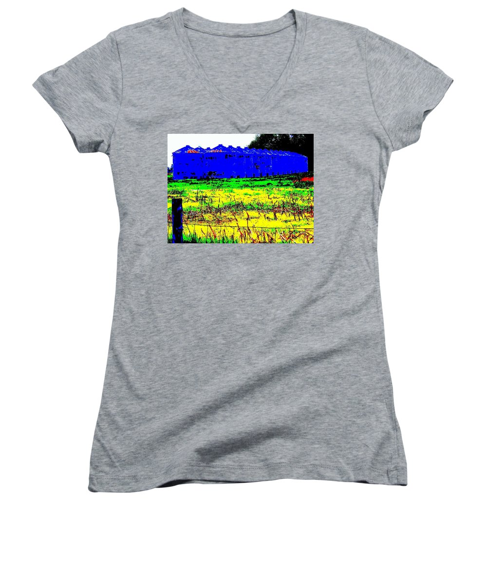 Landscape Women's V-Neck T-Shirt featuring the photograph Andys Farm by Ed Smith