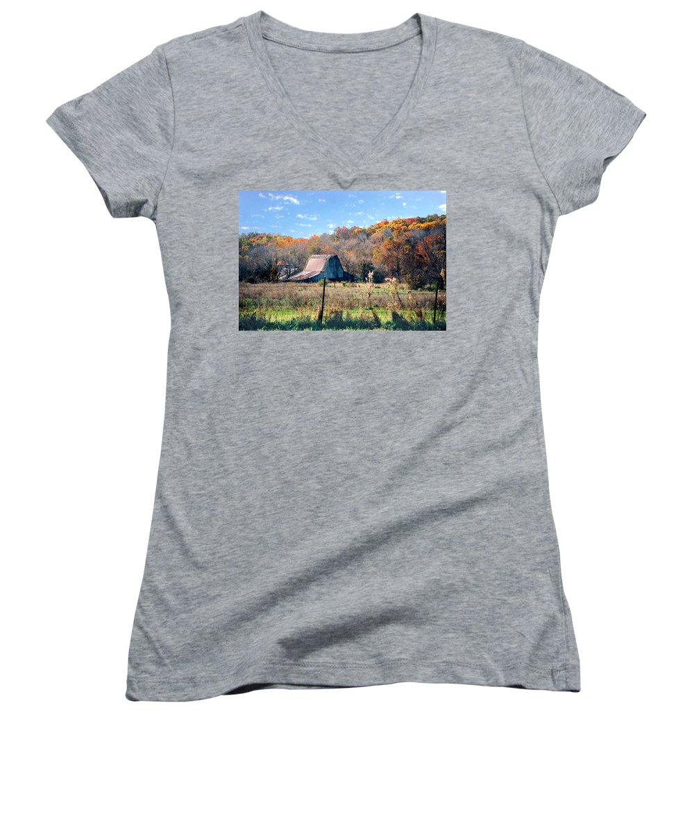 Landscape Women's V-Neck T-Shirt featuring the photograph Barn In Liberty Mo by Steve Karol