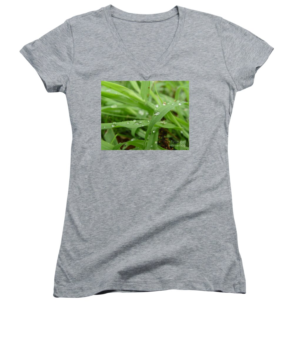 Water Droplet Women's V-Neck T-Shirt featuring the photograph Droplets 02 by Peter Piatt