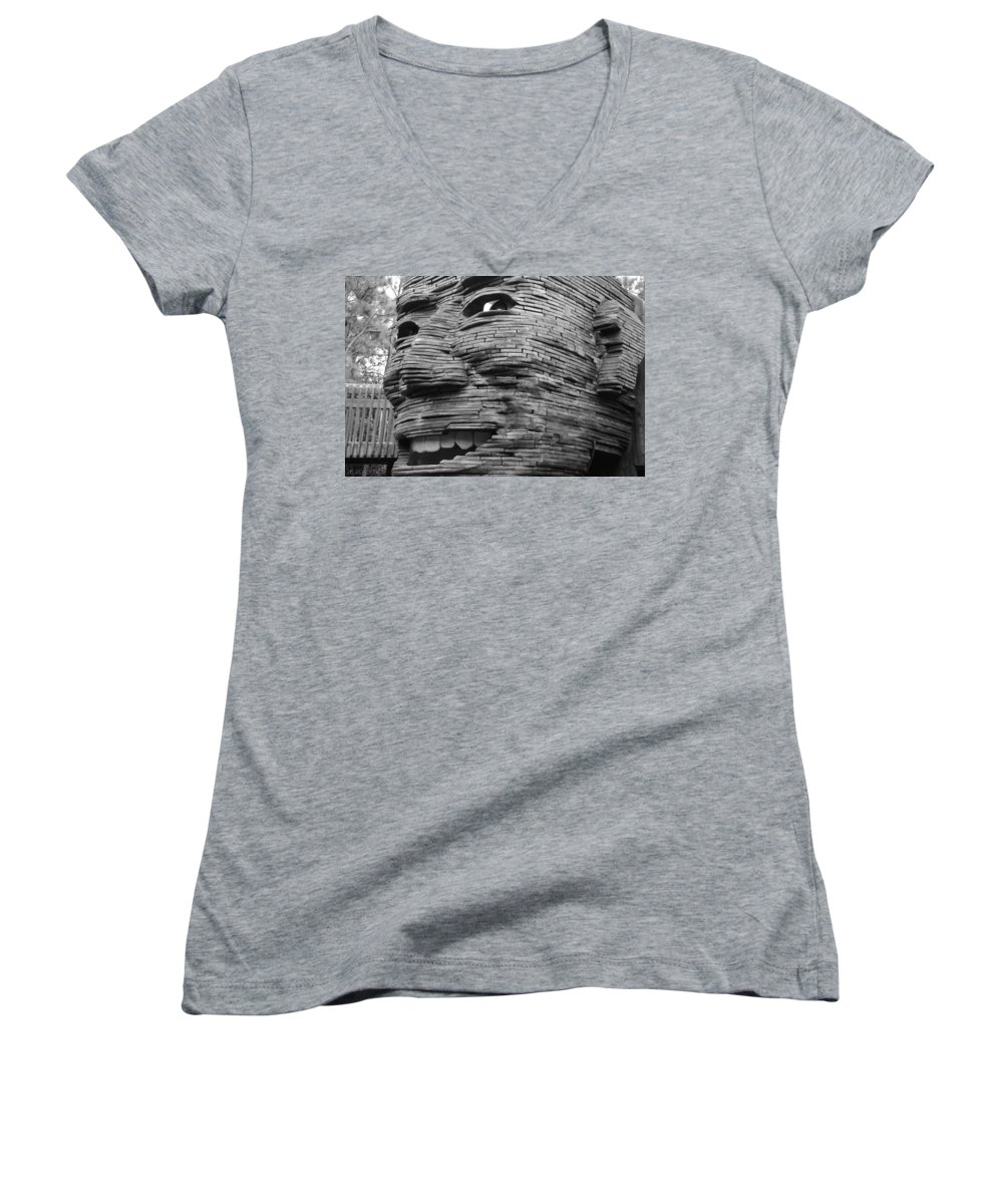 Architecture Women's V-Neck T-Shirt featuring the photograph Gentle Giant by Rob Hans